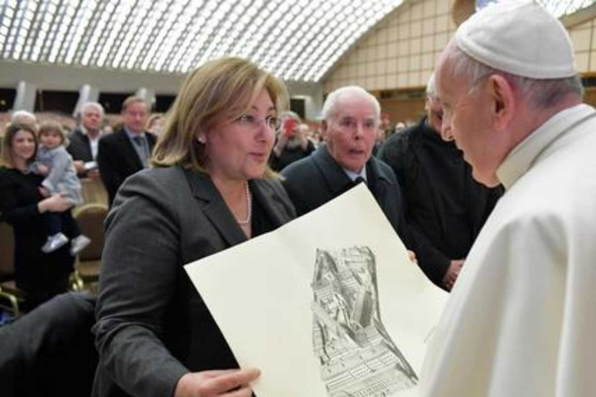 Personal carcelario visita a Su Santidad.