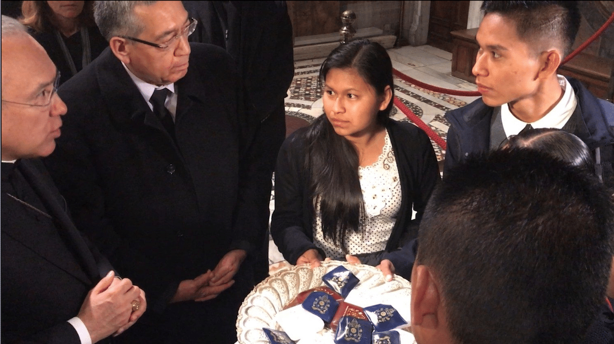 El Papa envió 130 rosarios a las víctimas de explosión en Hidalgo. Foto: Vatican Media