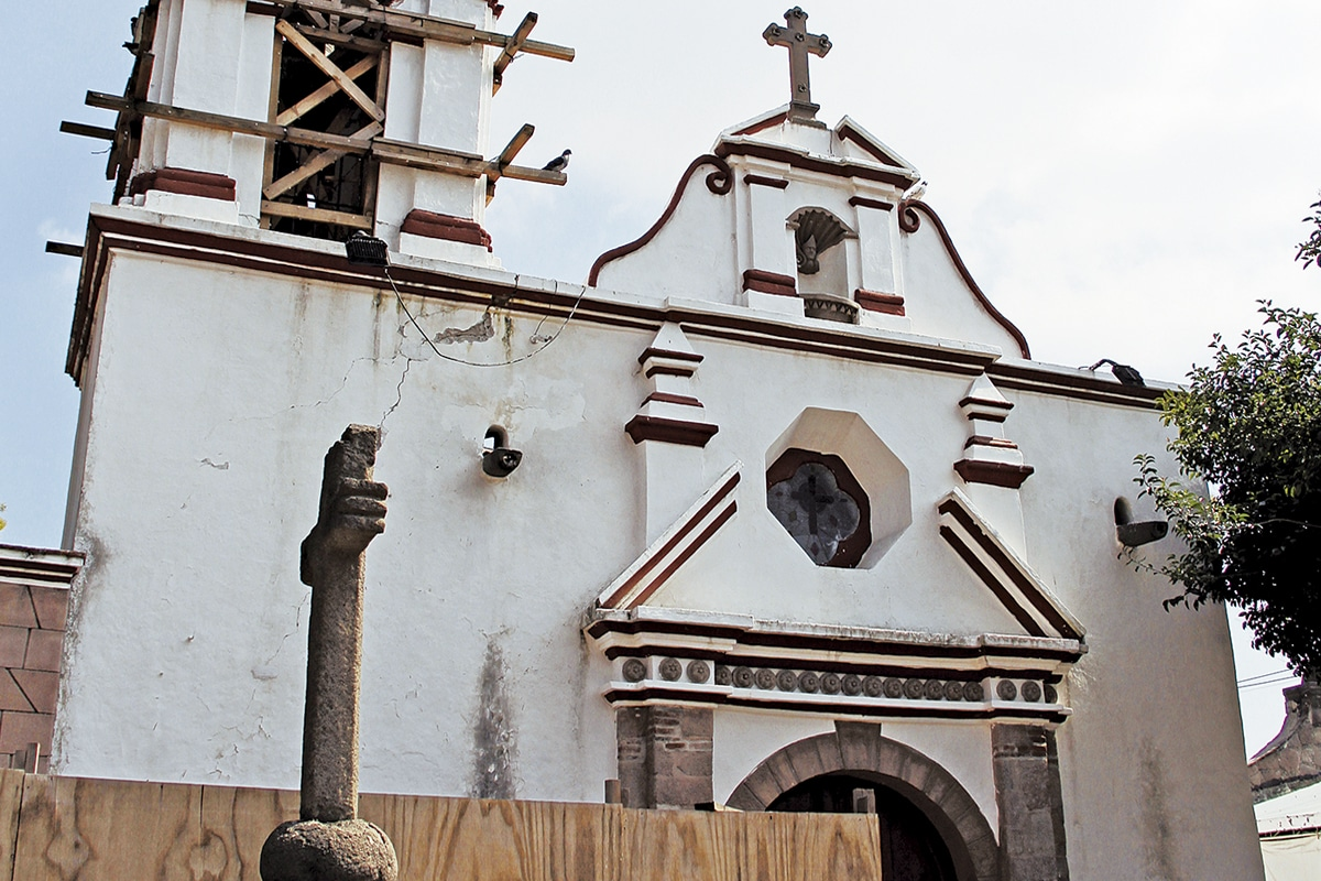 La Parroquia de San Bernabé Apóstol es considerada patrimonio histórico y se encuentra dañada desde septiembre de 2017. Foto: Alejandro García