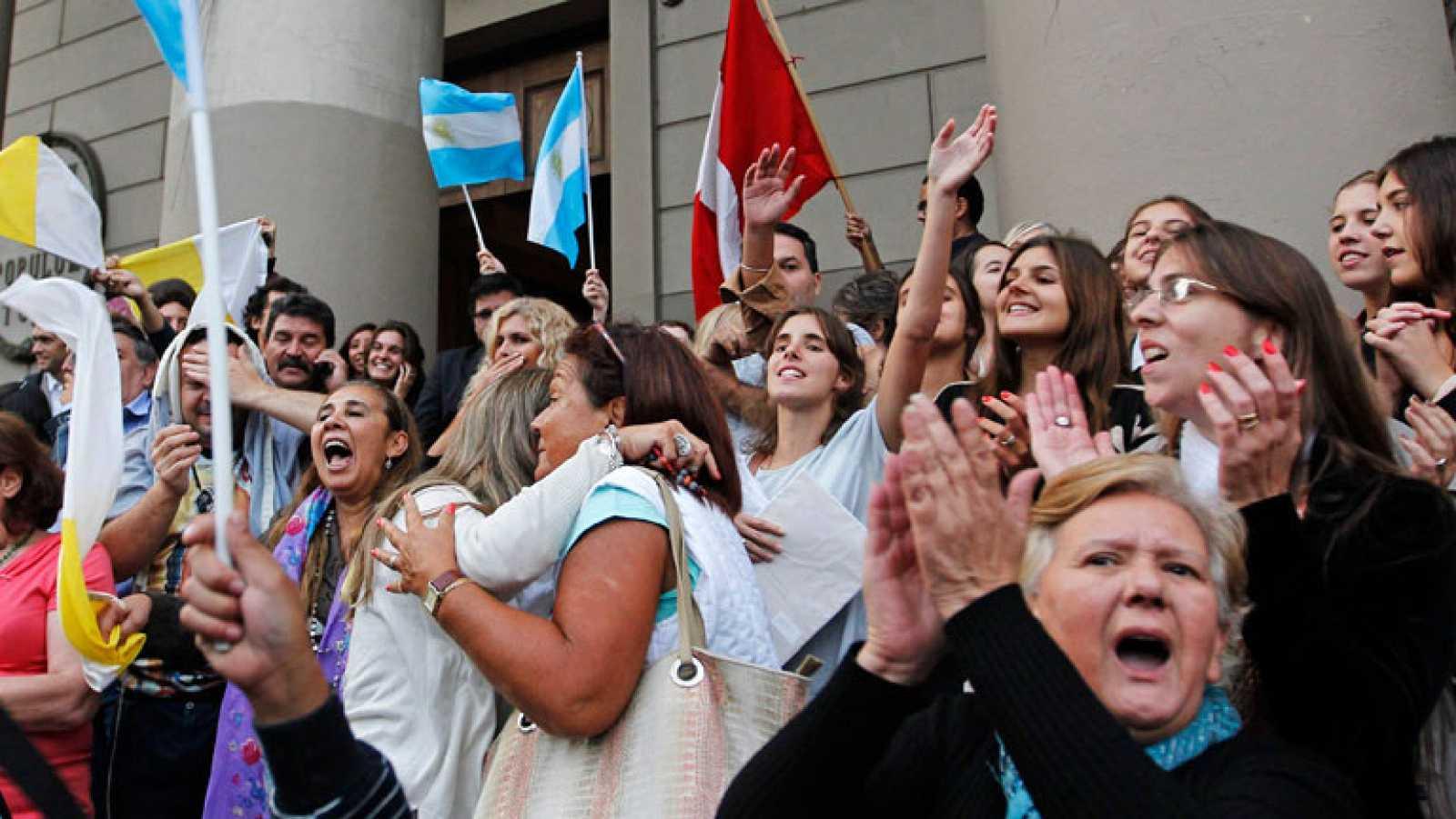 Argentinos celebran la elección de Francisco
