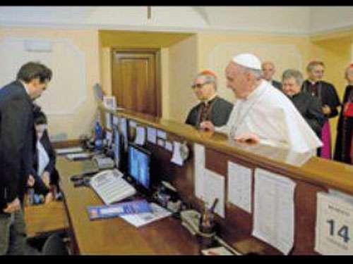 El Papa acude a pagar cuenta pendiente