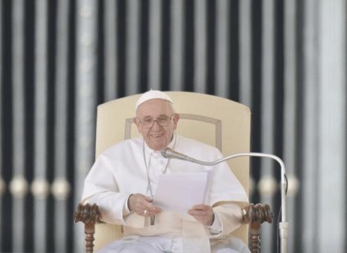 Así puedes solicitar una bendición papal a través de internet
