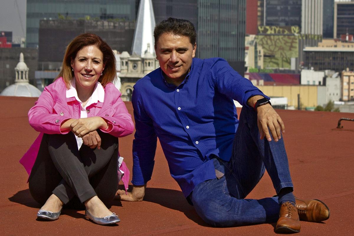 Cristal Domínguez, corista y Pedro González, director de Cielo Abierto. Foto: Alejandro García