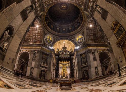 ¿Por qué el Vaticano no vende sus tesoros y ayuda a los pobres?