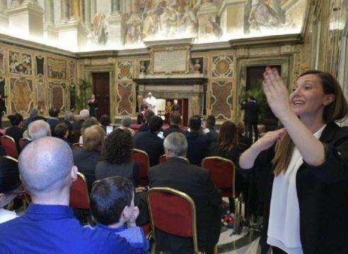 5 frases del Papa Francisco para los sordos