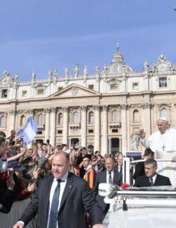 """""""No todo se resuelve con justicia"""": Papa Francisco"""