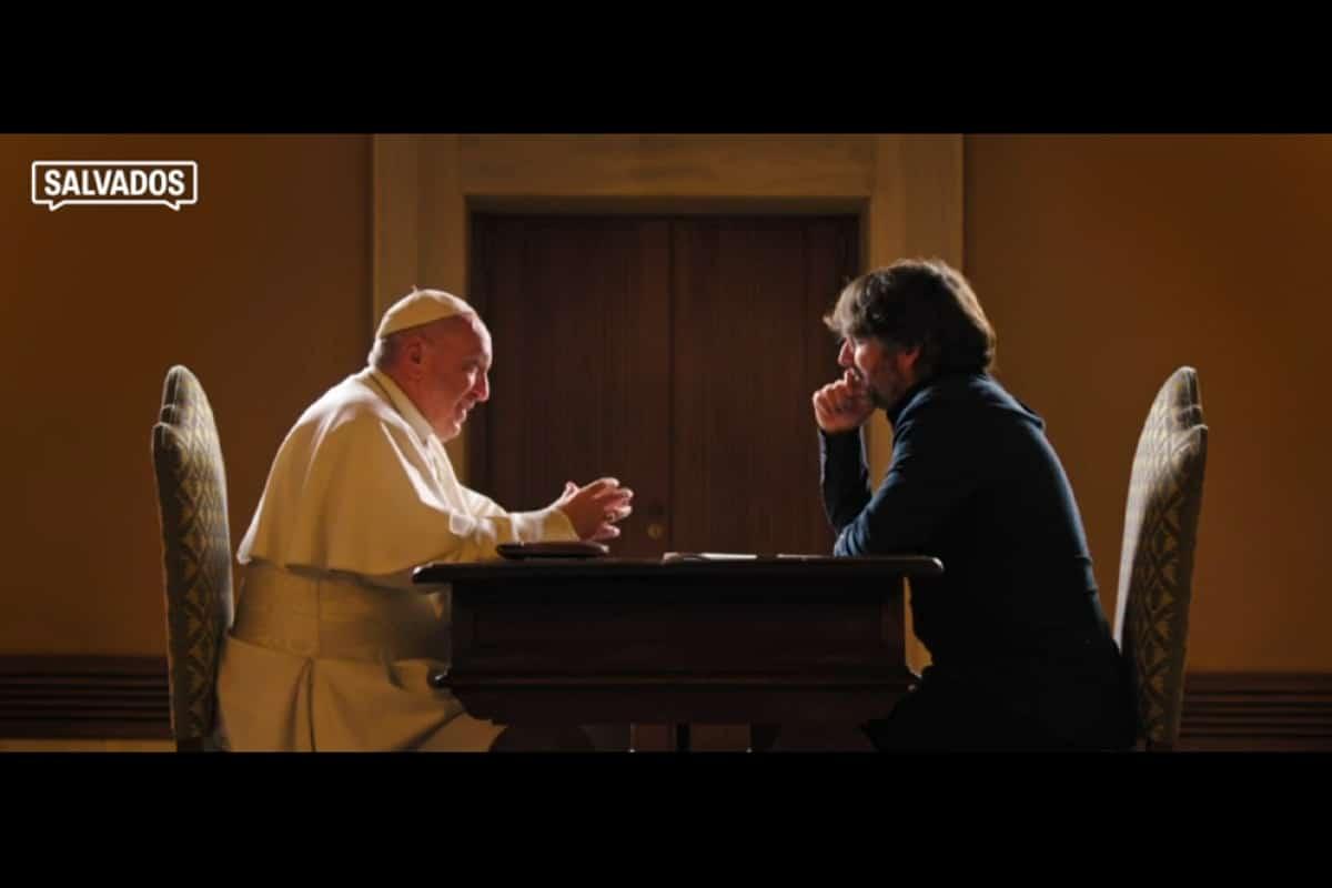 El Papa Francisco con el periodista Jordi Évole durante la entrevista.