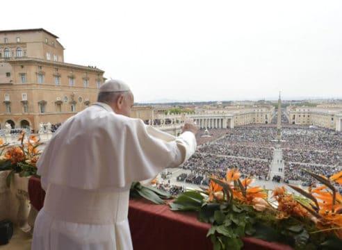 El Papa en su mensaje de Pascua: Construyamos puentes, no muros