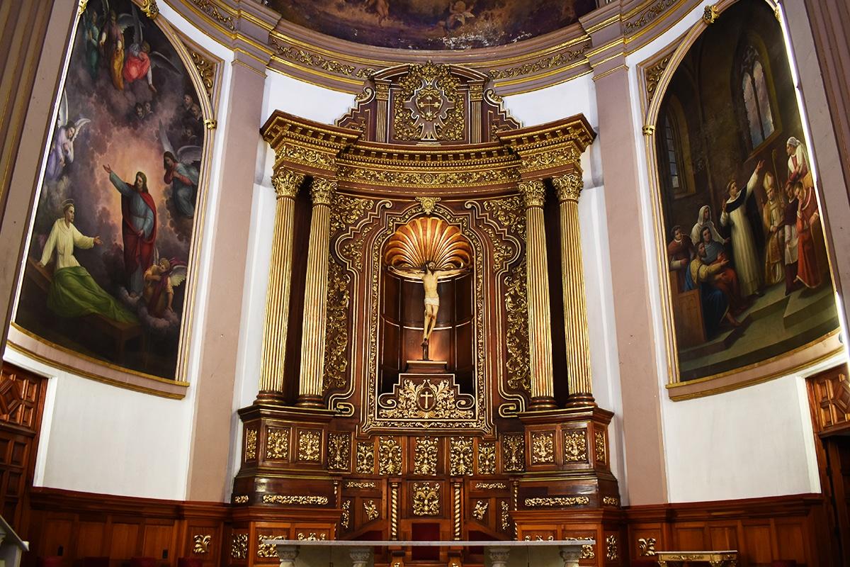 Altar de la parroquia de San Vicente Ferrer. Foto: Ricardo Sánchez