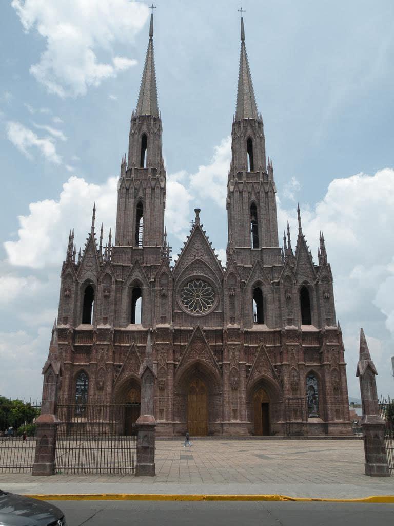 El Santuario Guadalupano mide 107 metros de altura. Foto: Archivo