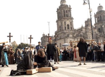 FOTOS: Viacrucis del Zócalo, una emotiva representación ante Catedral