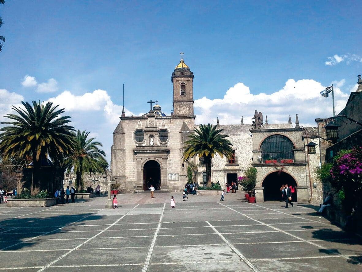 La Basílica de Nuestra Señora de los Remedios es la catedral de la Arquidiócesis de Tlanepantla.