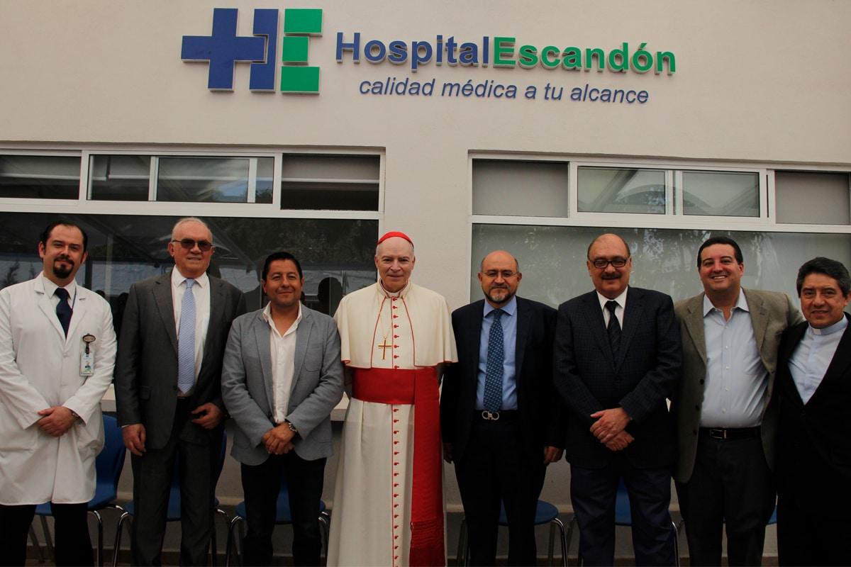 El Cardenal Aguiar en el Hospital Escandón. Foto: Alejandro García