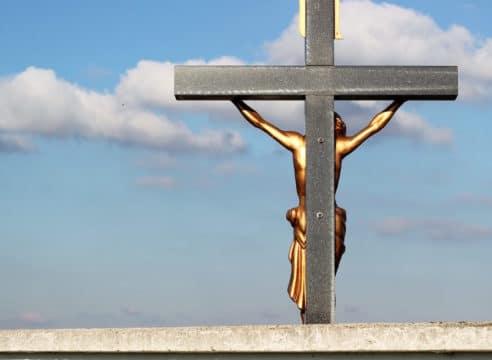 ¿Por qué Jesús, a pesar de ser Dios, murió en la Cruz?