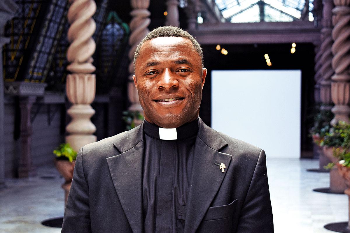 Kenneth Chukwuka prometió que, si salía vivo del naufragio, se dedicaría a servir a Dios y a los demás.