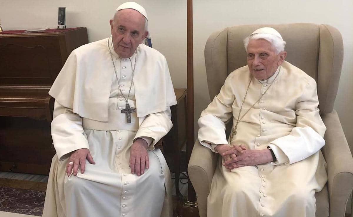 El Papa Francisco en una de sus visitas al Papa Emérito Benedicto XVI. Foto: Vatican Media