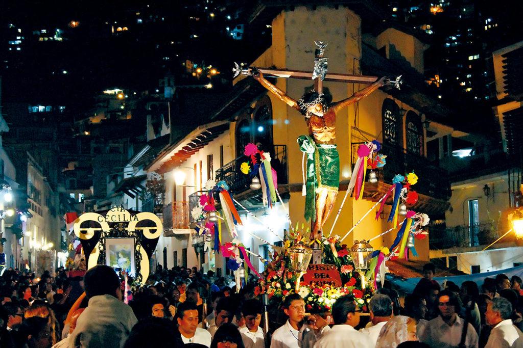 El Viacrucis de Taxco, Guerrero, es uno de los tantos que se realizan en México.