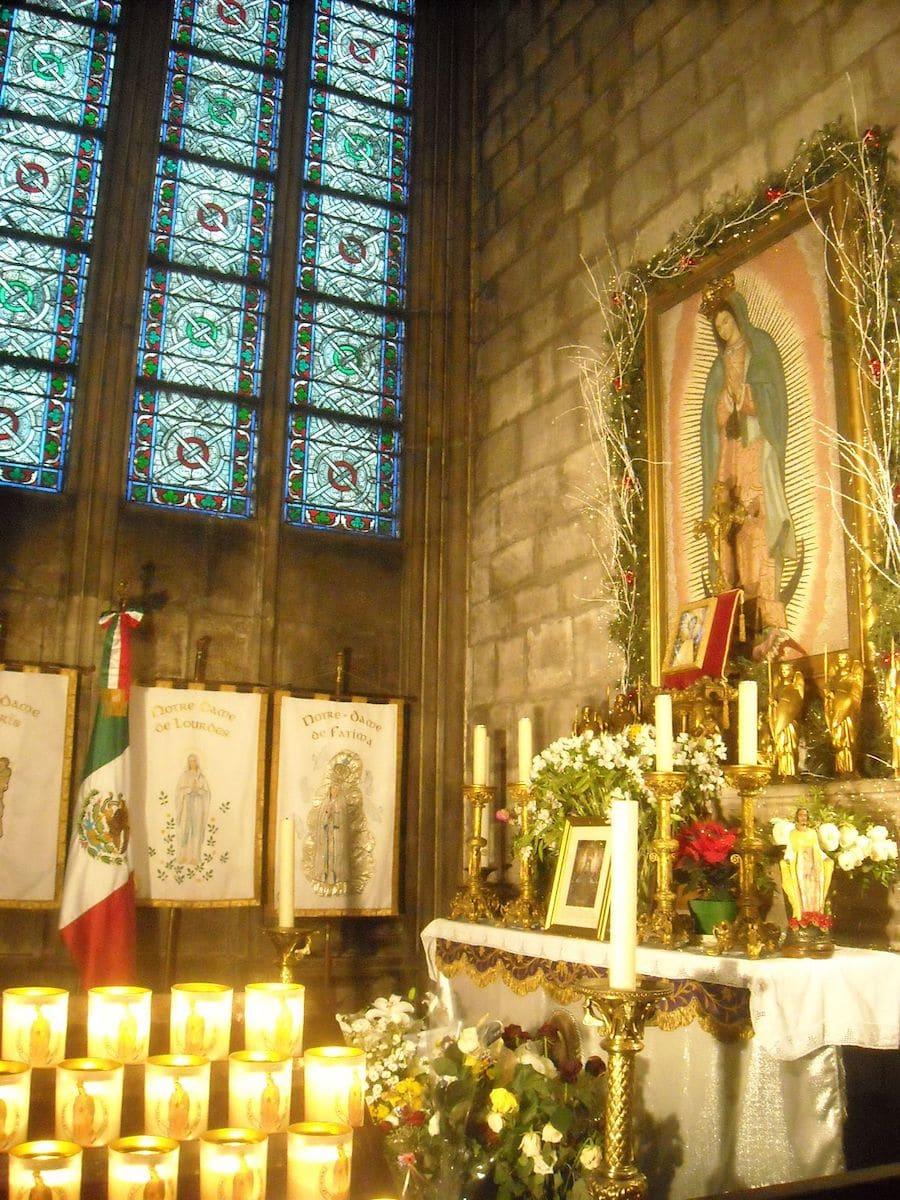 Virgen de Guadalupe en la Catedral de Notre Dame