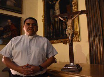Sacerdote que superó el Covid-19 pide orar por los enfermos