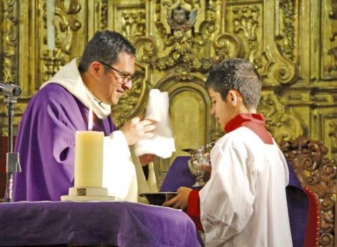 Santiago, el monaguillo que retó al autismo