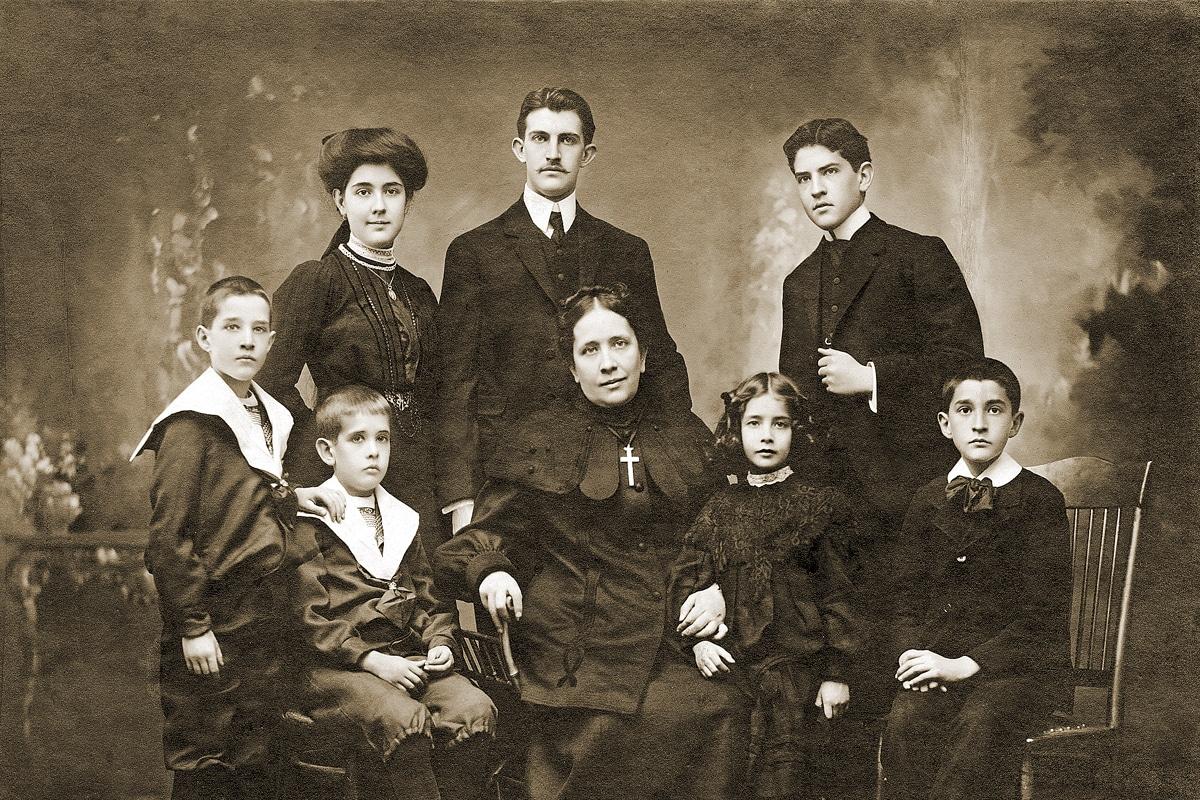 Concepción Cabrera con su familia.