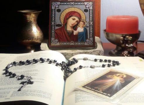 ¿Cómo rezar la Coronilla de la Divina Misericordia? Mira el paso a paso