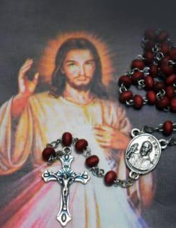 Celebra este Domingo de la Divina Misericordia en casa
