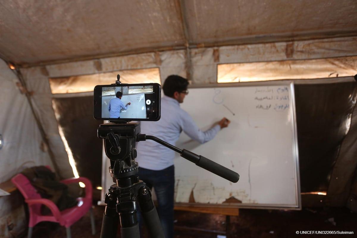 Maestros de todo el mundo se han adaptado a dar clases a distancia. Foto: Unicef.
