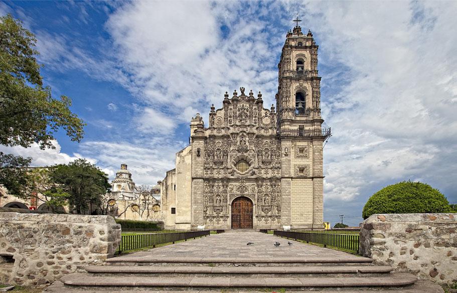 El templo de San Francisco Javier en Tepotzotlán.