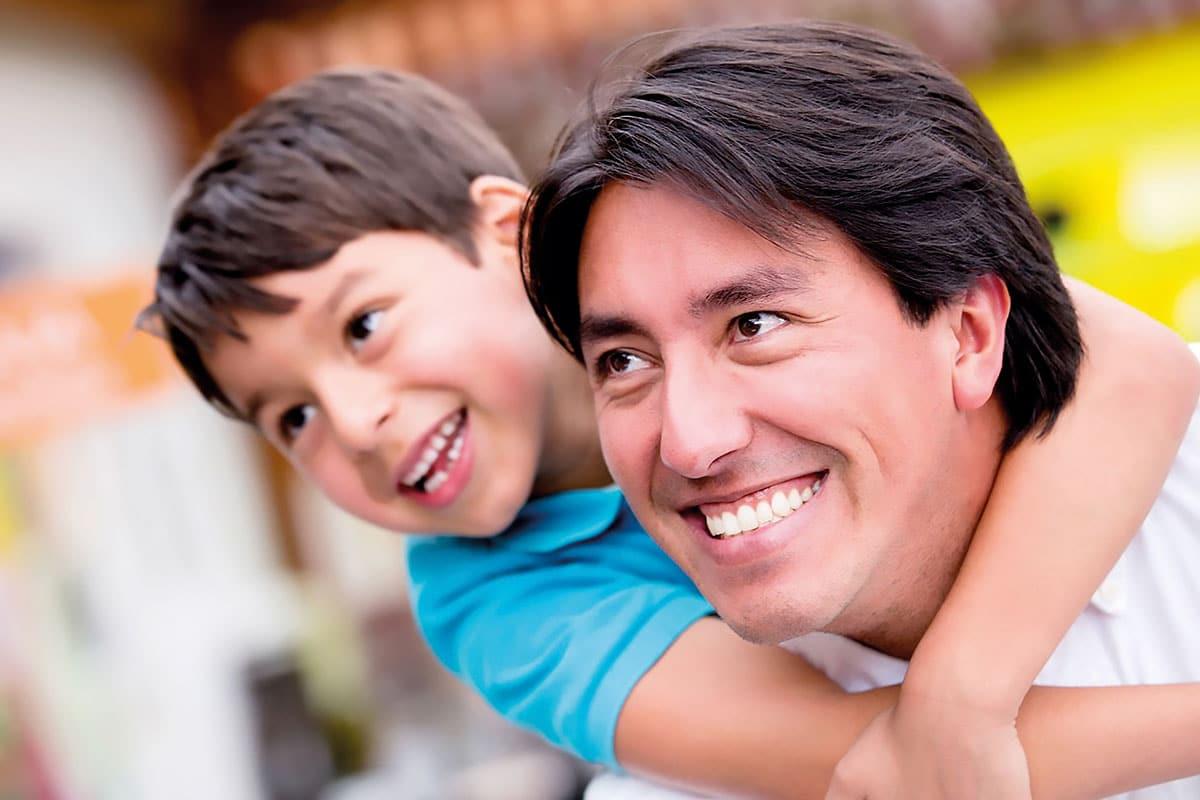 La labor de los papás es básica en la educación de sus hijos. Foto Especial