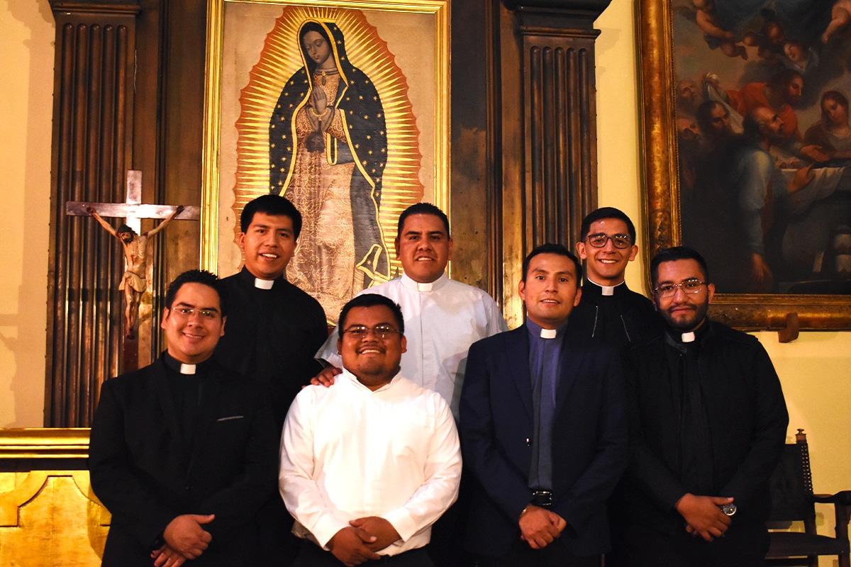 Los siete nuevos sacerdotes. Foto Ricardo Sánchez