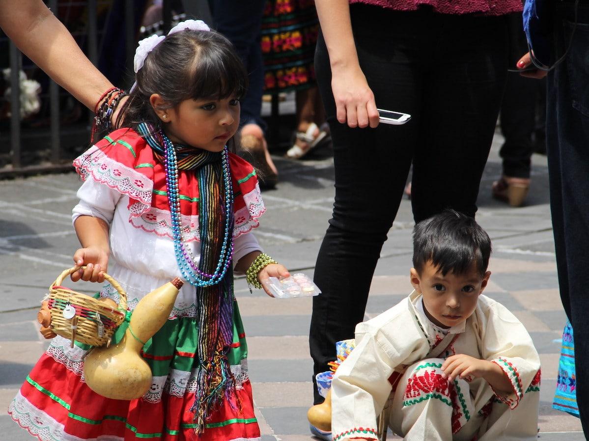 En la fiesta de Corpus Christi, los niños son vestidos como indígenas, es verdad, pero ante todo, evocan la santidad de Juan Diego. Foto: Alejandro García