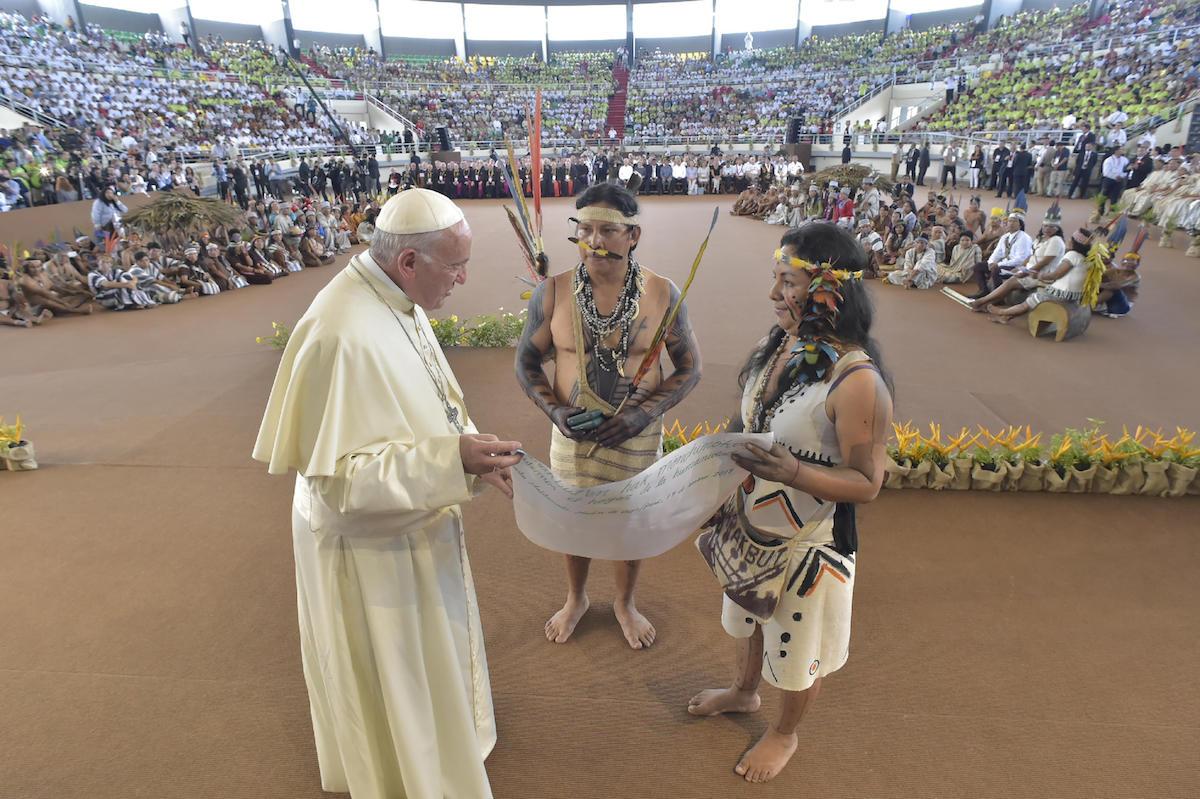 El Papa Francisco en un encuentro con los indígenas de Perú en Puerto Maldonado. Foto: Vatican Media