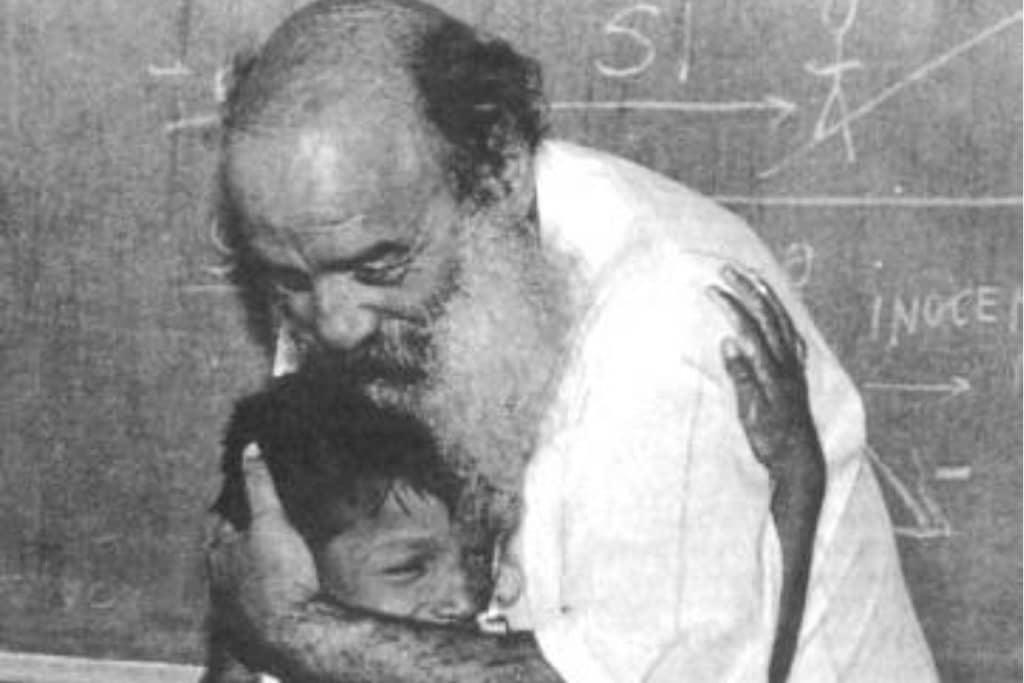 El padre Chinchachoma dedicó su vida a cuidar a niños en situación de calle.