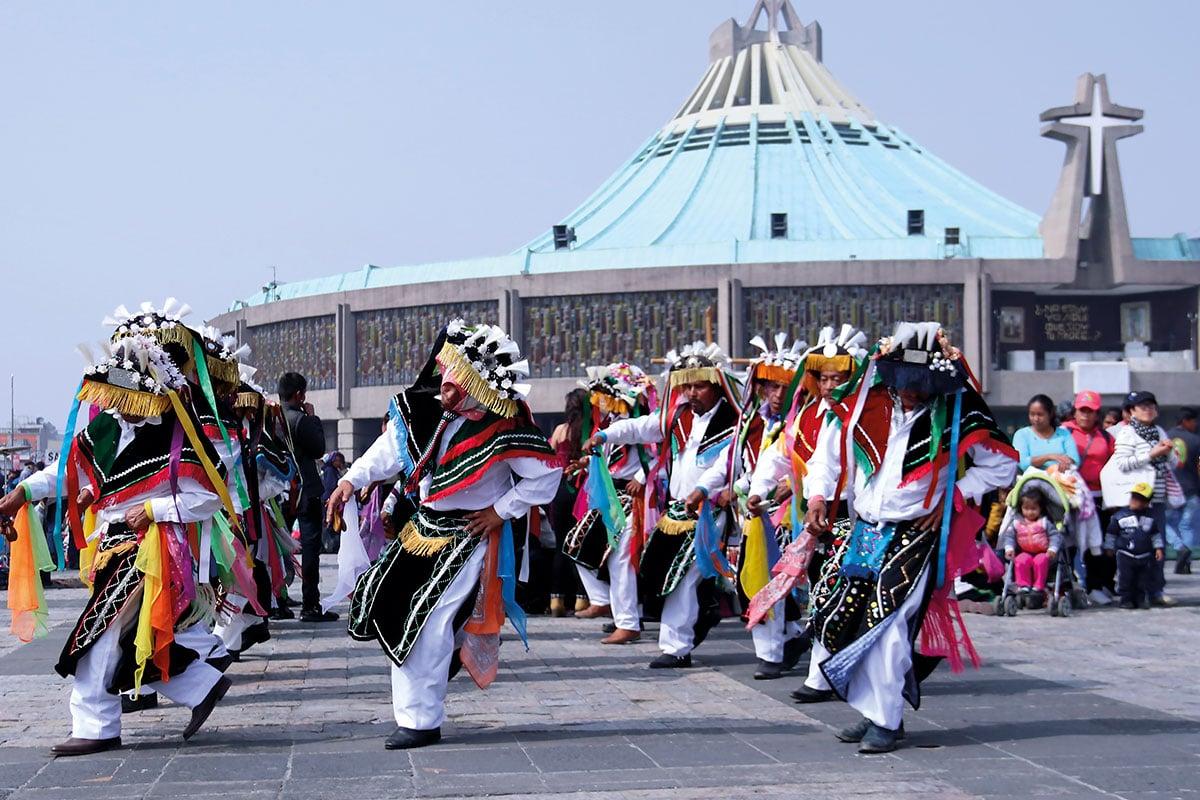 Danzantes en la Basílica de Guadalupe. Foto: Ricardo Morales