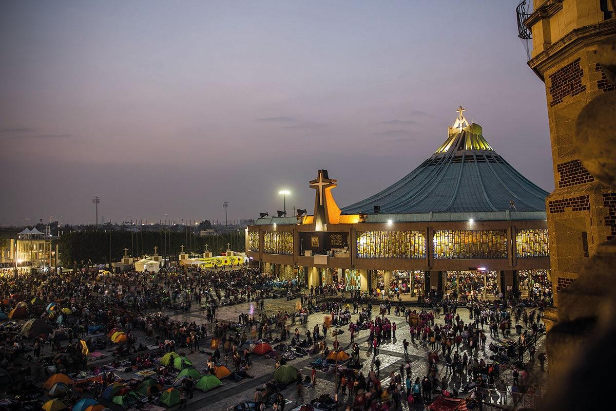 Peregrinos acampan en la Plaza Mariana de la Basílica de Guadalupe. Foto: Ricardo Sánchez