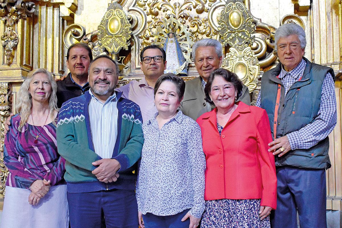 El padre Victoriano Martínez (primera fila) encabeza al grupo de laicos y diáconos.