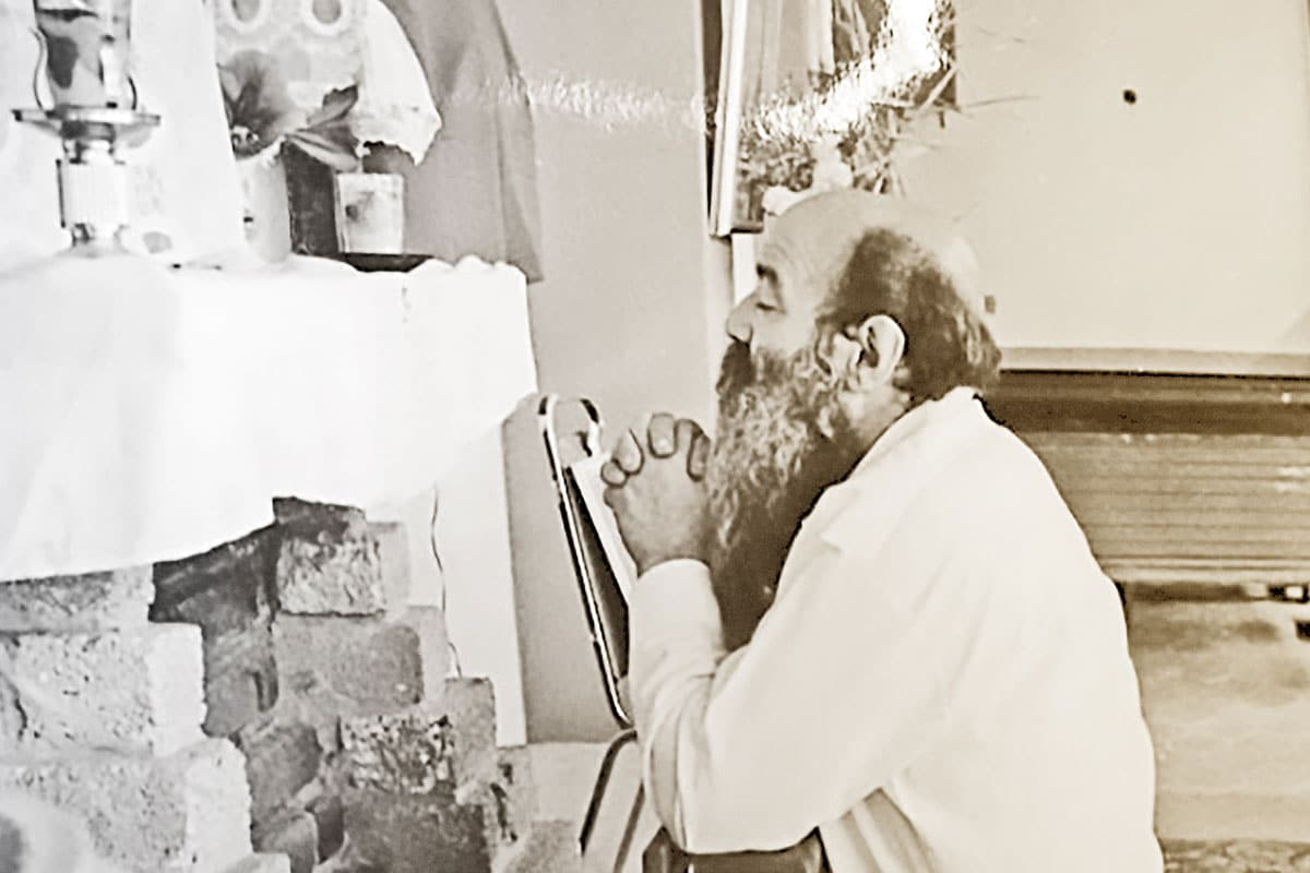 Padre Chinchachoma orando