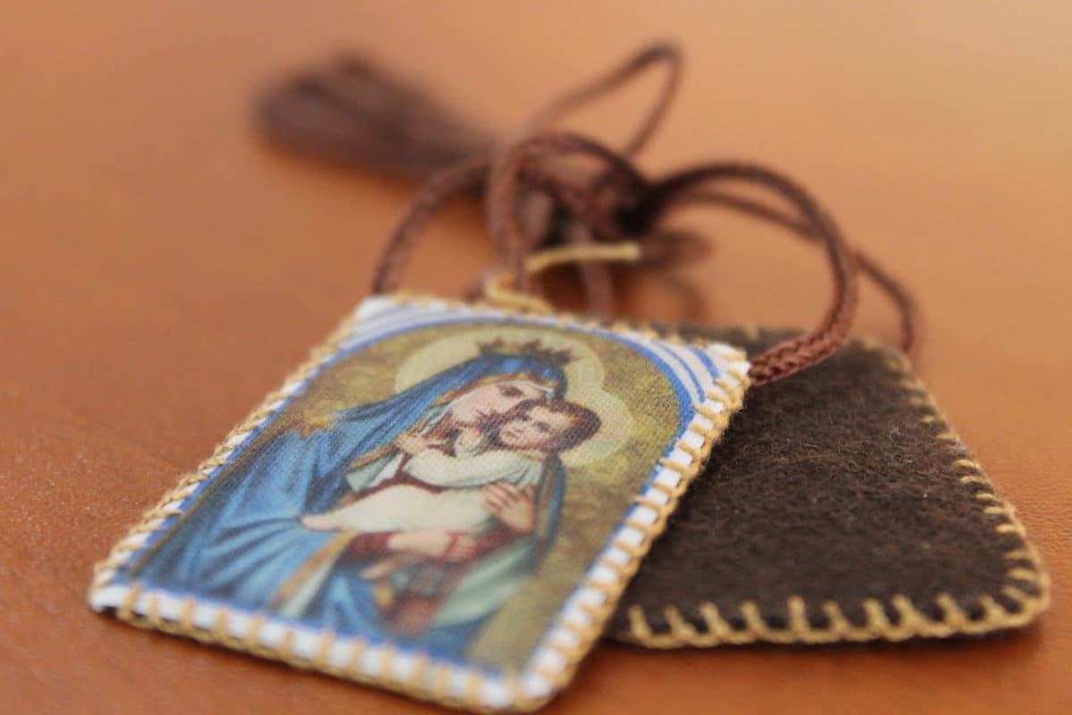 El escapulario es un compromiso de amar e imitar a la Virgen María. Foto: Cathopic
