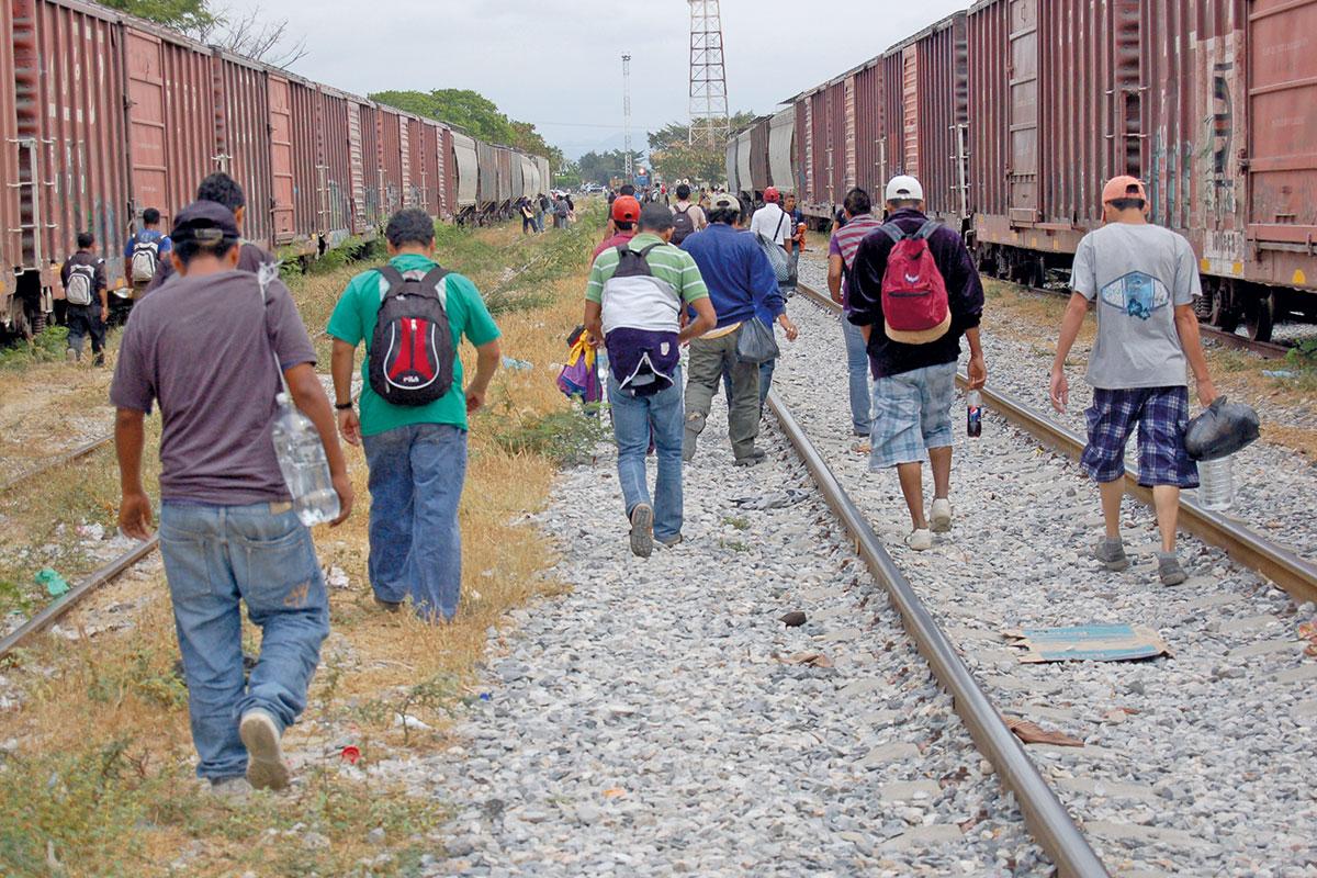 La posibilidad de que E.U. regularice migrantes ha ocasionado un embotellamiento de personas en la frontera.