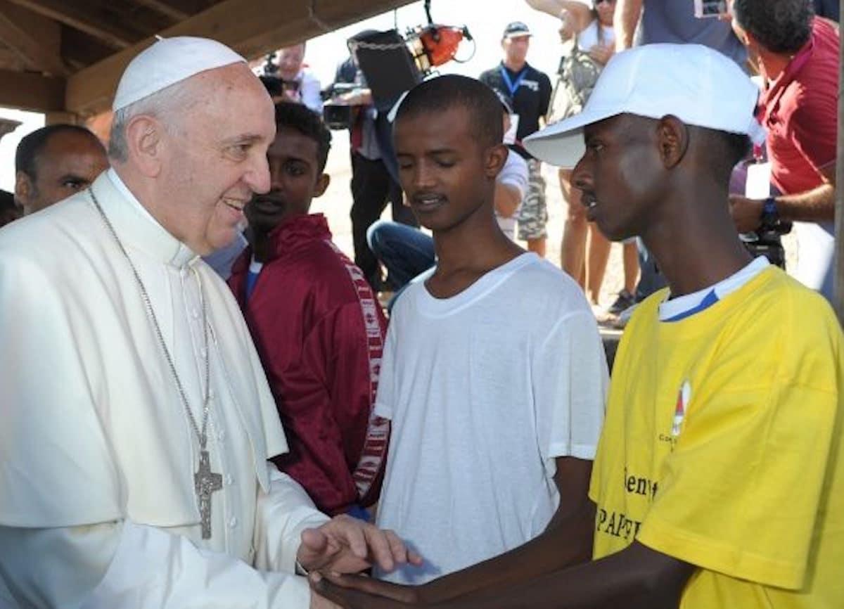 El Papa Francisco durante su visita a Lampedusa el 8 de julio 2013. Foto: Vatican Media