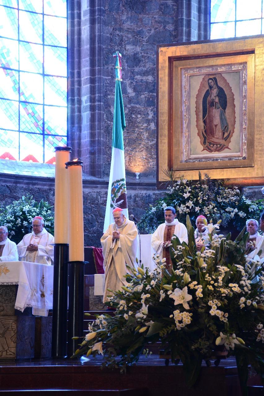 El Cardenal Lozano Barragán frente a la imagen de la Virgen de Guadalupe. Foto: Diócesis de Zamora