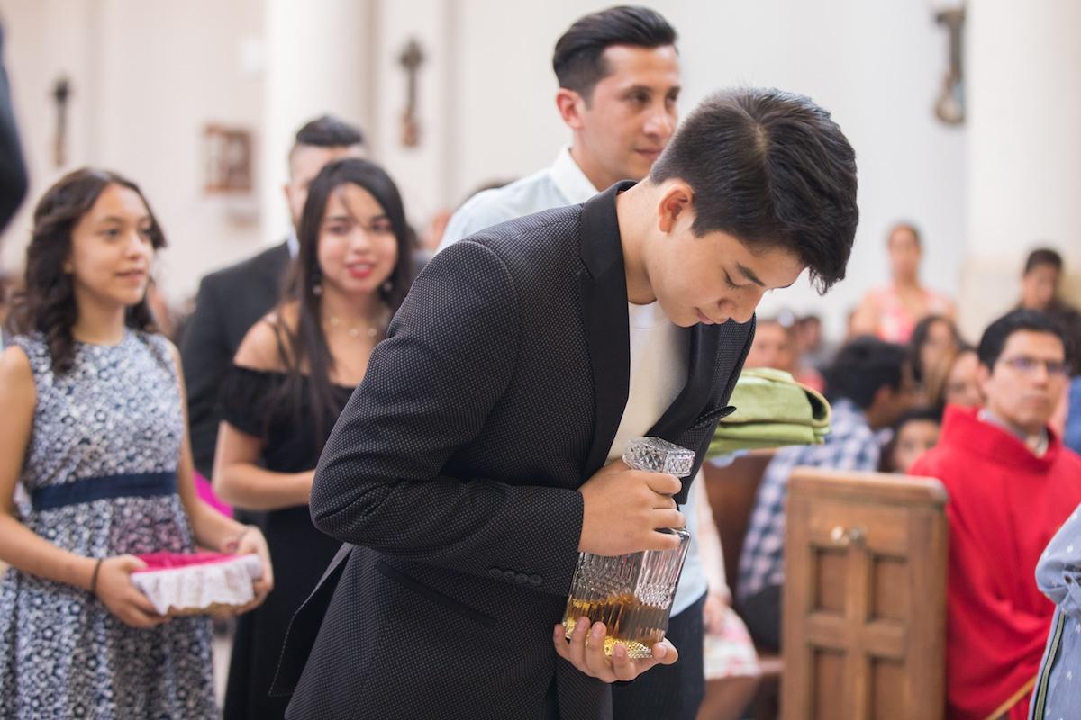 Un laico debe ofrecer a Dios, sobre todo en la Eucaristía, la propia vida con todas las obras. Foto: María Langarica