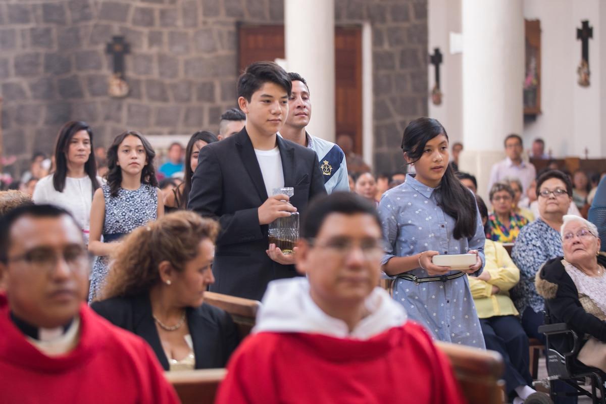 Los laicos tienen la obligación y gozan del derecho... de trabajar para que el mensaje divino de la salvación sea conocido y recibido por todos. Foto: María Langarica