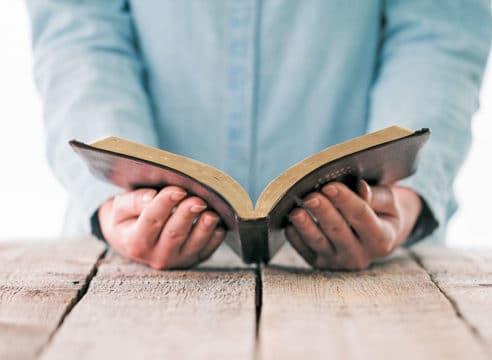 ¿En qué orden leer la Biblia? Sigue este plan de lectura