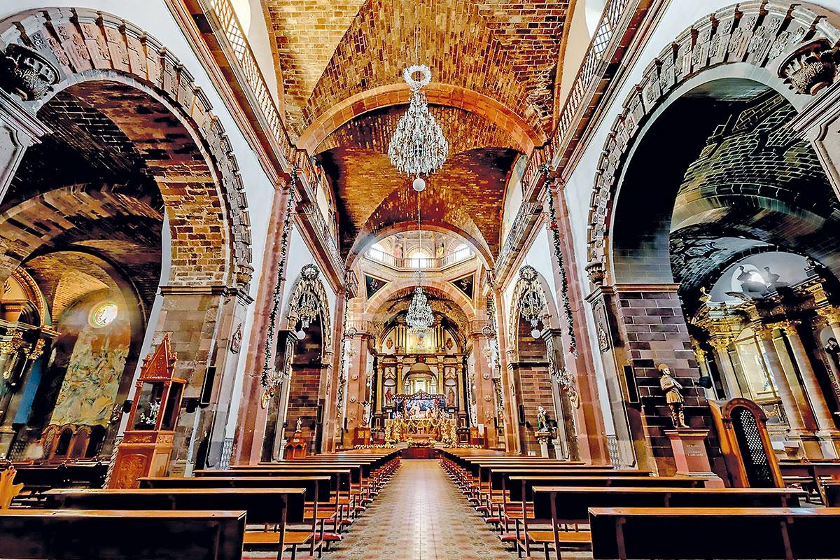 Interior de la Parroquia de San Miguel Arcangel