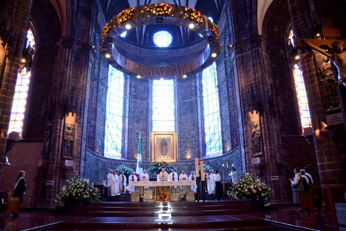 El Cardenal Lozano Barragán presidiendo Misa. Foto: Diócesis de Zamora