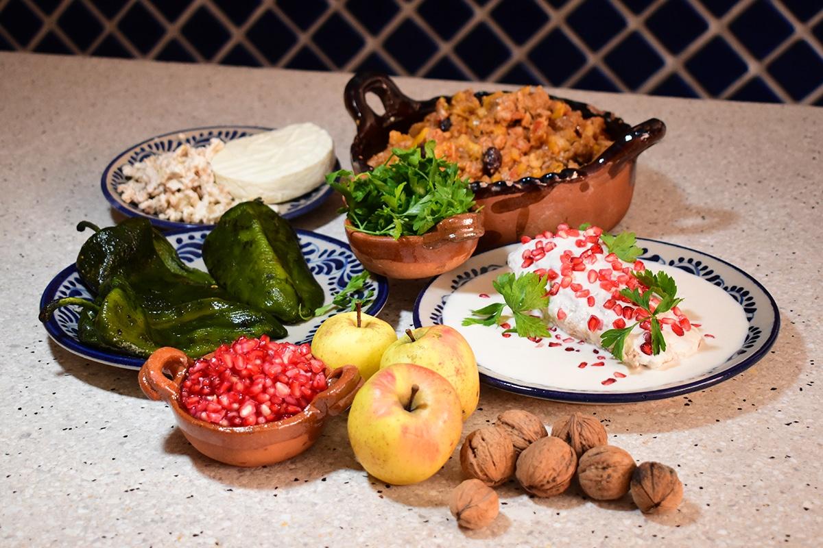 Ingredientes de los chiles en nogada. Foto: Ricardo Sánchez