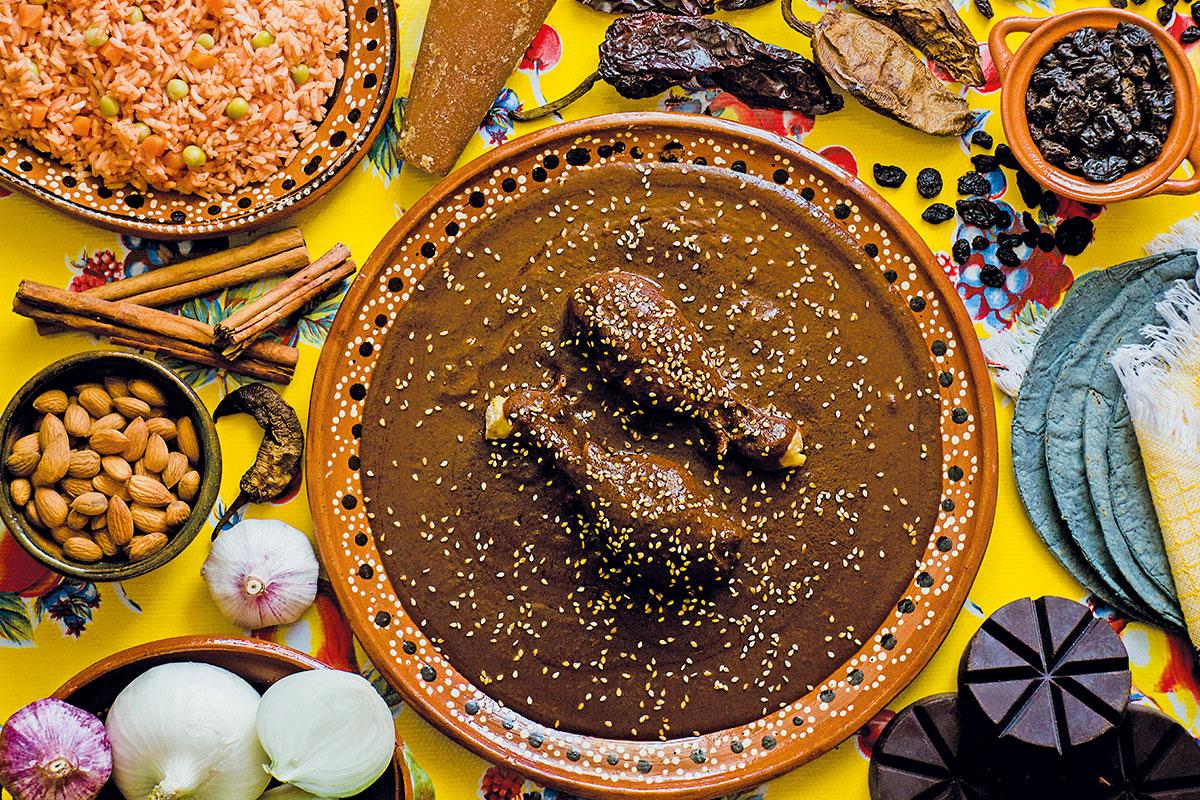 Las hermanas dominicas todavía preparan la receta original de mole poblano.