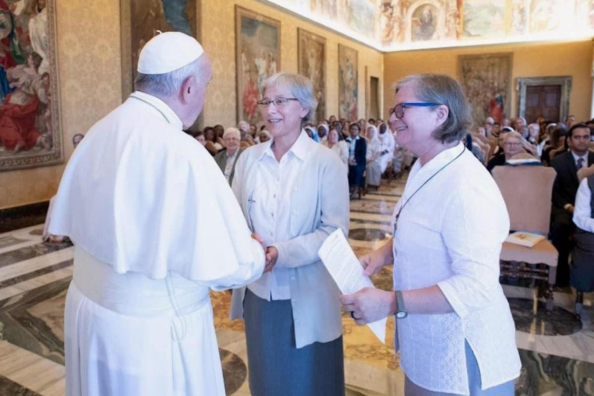 El Papa Francisco con miembros de Talitha Kum. Foto: Vatican Media
